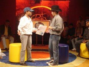 Bia e Priscila, da Associação Sociocultural Radicais Livres (São Sebastião - DF) encenam uma esquete no estúdio da TV Câmara. Pra saber mais sobre os Radicais Livres, visite o blog deles!