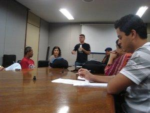 Produção do Câmara Ligada faz reunião antes da gravação do programa.