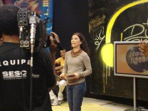 A apresentadora Evelin Maciel convida Renata Jambeiro a animar o Câmara Ligada.